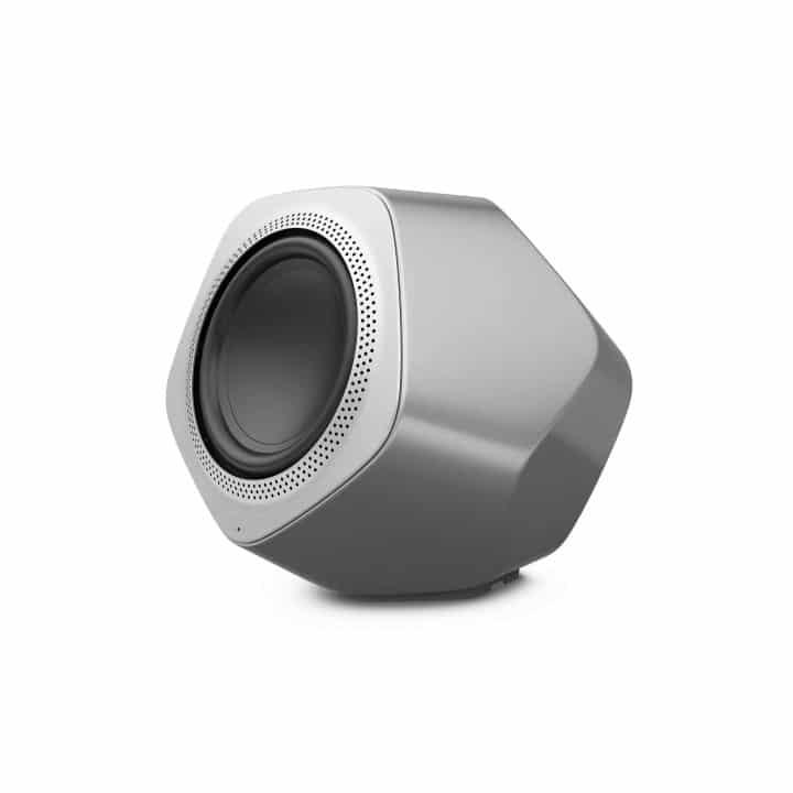 Bang und Olufsen Beolab 19 in grau auf weißem Hintergrund Schrägansicht
